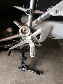 Lowered Foot Pegs, Silver Anodized with Sidetrax Tread, on BMW R1200RT 2014